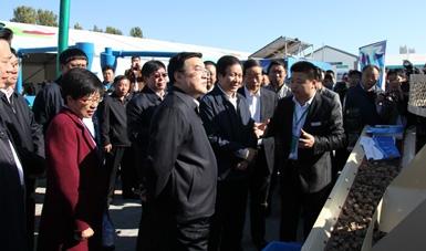 省长张庆伟、省委副书记赵勇等领导观看了我公司设备